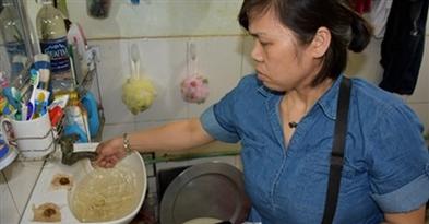Yên sở- Hàng trăm hộ nông dân  sống chung với nước bẩn cả tháng